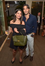 Freida Pinto attended the 'Younger Skin Starts in the Gut' book launch carrying an army-green single-strap tote.