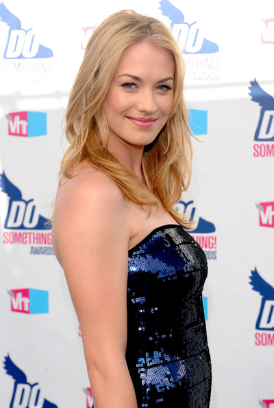 More Angles of Yvonne Strahovski Leather ClutchYvonne Strahovski Leather