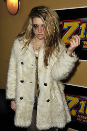 Kesha goes grunge in a fur coat.