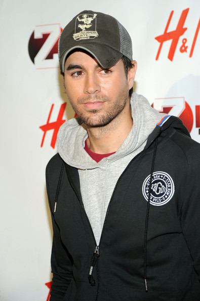 Enrique paired his casual hoodie with a baseball cap.