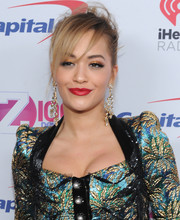 Rita Ora complemented her glitzy outfit with a pair of diamond and gold chandelier earrings.