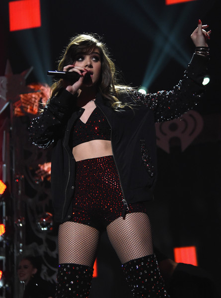 More Pics of Hailee Steinfeld Crop Top (7 of 59) - Hailee Steinfeld Lookbook - StyleBistro [performance,entertainment,performing arts,music artist,thigh,singer,music,singing,event,public event,hailee steinfeld,new york city,madison square garden,z100,jingle ball 2015 - show]