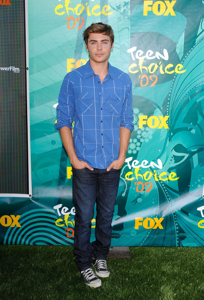 Zac Efron Canvas Shoes [green,yellow,cool,denim,jeans,leisure,talent show,style,t-shirt,arrivals,zac efron,2009 teen choice awards,gibson amphitheatre,universal city,california]