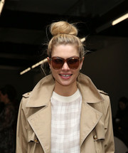 Jessica Hart wore a casual and cute top knot at the Zimmermann fashion show.