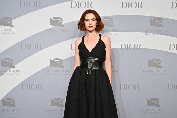 Zoey Deutch Oversized Belt [dress,clothing,shoulder,fashion,carpet,little black dress,hairstyle,a-line,fashion model,gown,solomon r. guggenheim museum,new york city,guggenheim international gala,zoey deutch]