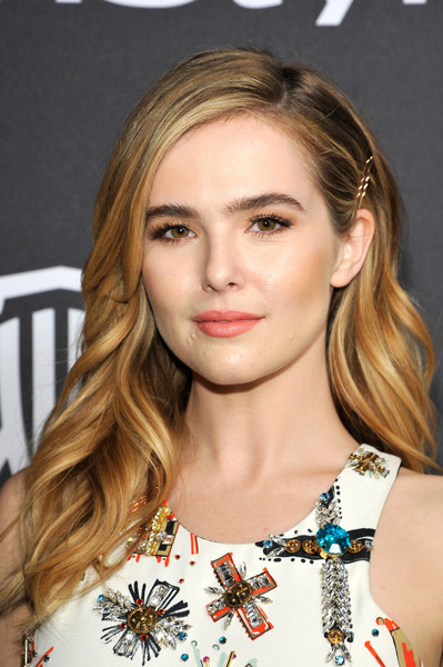 Zoey Deutch Long Wavy Cut [hair,face,hairstyle,eyebrow,blond,lip,beauty,brown hair,long hair,shoulder,zoey deutch,beverly hills,california,the beverly hilton hotel,instyle,red carpet,warner bros. 73rd annual golden globe awards,warner bros. 73rd annual golden globe awards post-party]