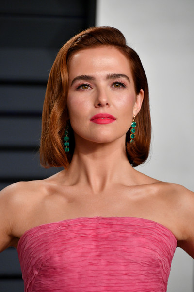 Zoey Deutch Bob [oscar party,vanity fair,hair,shoulder,face,lip,hairstyle,beauty,strapless dress,fashion,eyebrow,chin,beverly hills,california,wallis annenberg center for the performing arts,radhika jones - arrivals,radhika jones,zoey deutch]
