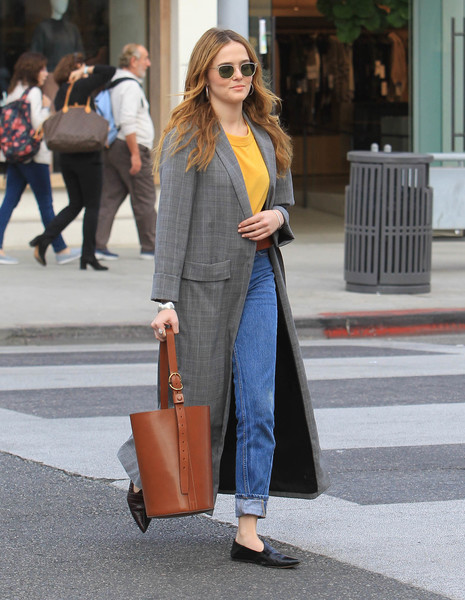 Zoey Deutch Leather Tote [zoey deutch,khloe kardashian,jeans,coat,fashion,denim,fashion model,outerwear,blazer,road,trousers,shoe,lax,los angeles,ca]