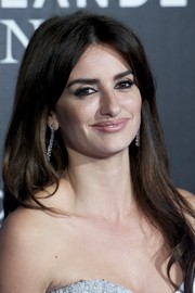 Penelope Cruz framed her face with this long center-parted 'do for the 'Zoolander No. 2' Madrid fan screening.