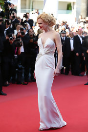 Nicole Kidman looked classically elegant in a deep V-neck strapless gown that featured a fitted skirt and ruched waist.
