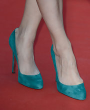 Berenice Bejo was decked out in teal from head to toe when she sported this pair of round-toed pumps.