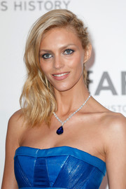 Anja Rubik went for edgy glamour with this half-pinned wavy 'do at the amfAR Cinema Against AIDS Gala.