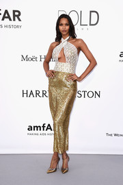 Lais Ribeiro complemented her dress with chic metallic T-strap pumps.