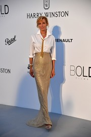 Uma Thurman glammed up her menswear-inspired top with a glittering gold maxi skirt, also by Armani Privé.