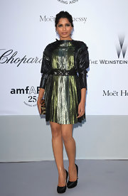 Freida Pinto matched the gleam of her dress at the amfAR Gala with a Pre-Fall 2011 clutch.