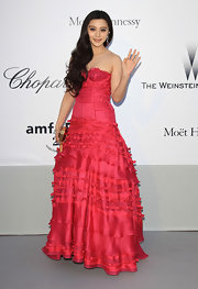 Fan Bingbing added shien to her hot pink Louis Vuitton ball gown with a gold geometric hard case clutch.