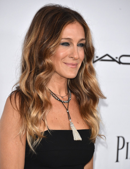 More Pics of Sarah Jessica Parker Long Wavy Cut (1 of 26) - Long Wavy Cut Lookbook - StyleBistro