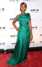 Iman stunned on the red carpet at the amfAR gala in NYC. She paired her emerald green gown with a shining gold clutch.