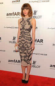 Rose Byrne looked lacy-fab in this darling figure-hugging lace number.