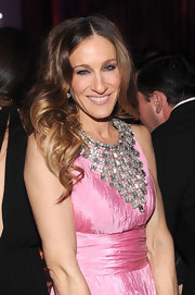 Sarah Jessica Parker wore her hair tousled with a lot of waves and curls at the 2012 amfAR Gala.