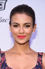 Victoria Justice wore pink lipstick that echoed the embroidery on her dress.