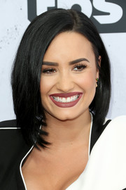 Demi Lovato looked hip with her face-framing asymmetrical cut at the iHeartRadio Music Awards.