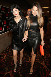 Khloe Kardashian looked oh-so-hot all the way down to her barely-there black sandals.