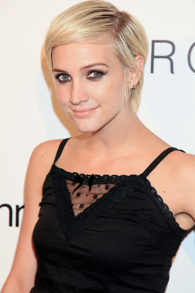 More Pics of Ashlee Simpson Short Straight Cut (5 of 10) - Ashlee Simpson Lookbook - StyleBistro