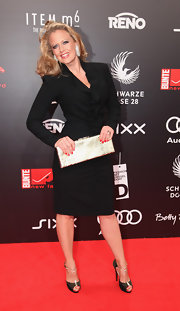 Barbara Schoeneberger looked great at the New Faces Award wearing a black wrap dress with a front ruffle detail.