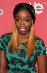Estelle rocked a black, satin turban while at the screening of 'Sanya's Glam & Gold.'
