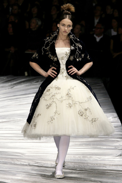 Alexander Mcqueen At Paris Fashion Week Fall 2008 Stylebistro