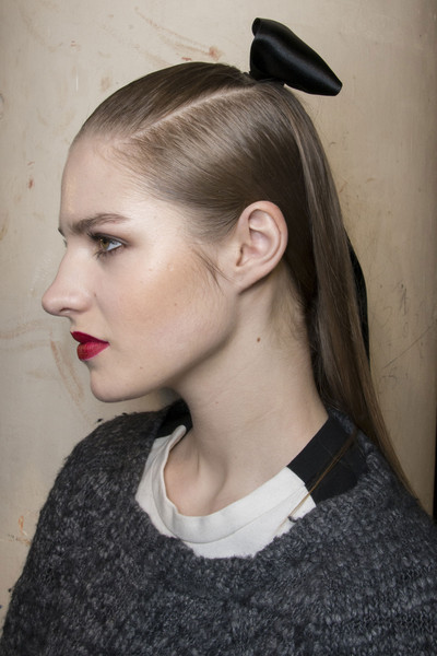 http://www2.pictures.stylebistro.com/it/Alexis+Mabille+Fall+2013+Backstage+Niy_fBr5YS6l.jpg