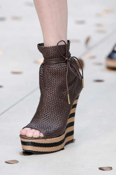 Burberry Prorsum at London Spring 2012 (Details)