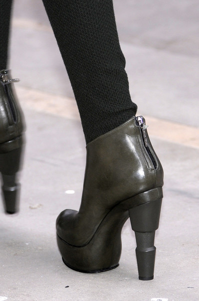 Louise Goldin Fall 2010 - Details