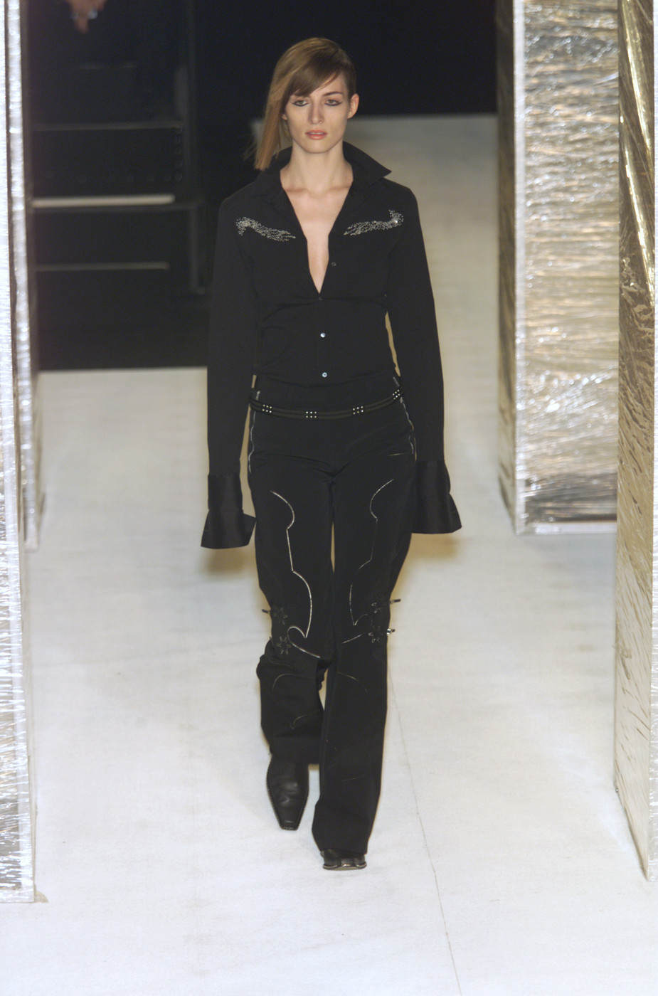 marith fran ois girbaud fall 2001 runway pictures stylebistro. Black Bedroom Furniture Sets. Home Design Ideas
