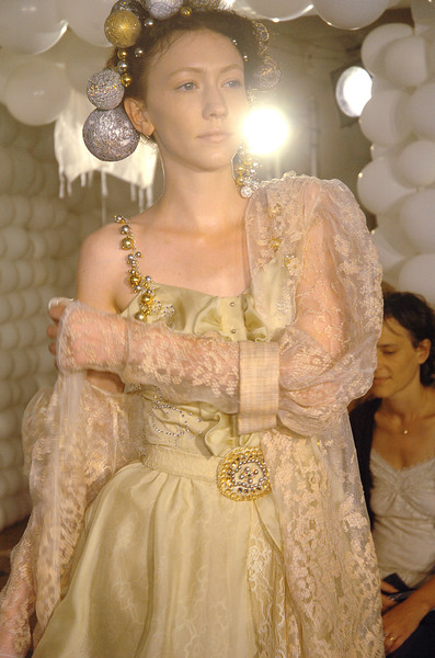 On Aura Tout Vu at Couture Fall 2006