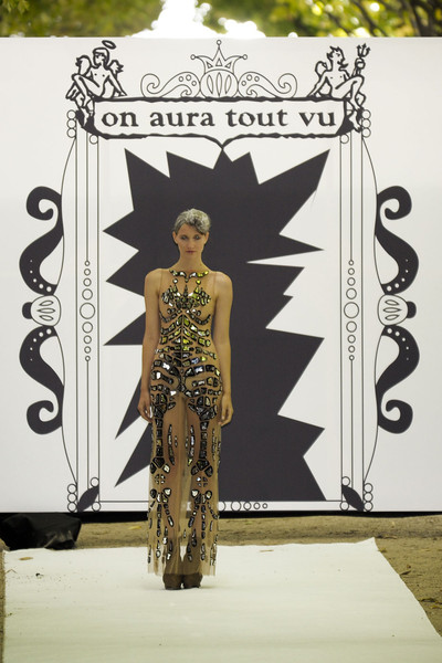 On Aura Tout Vu at Couture Fall 2011