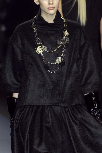 Paola Frani at Milan Fall 2009 (Details)
