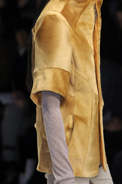 Todd Lynn at London Fall 2010 (Details)