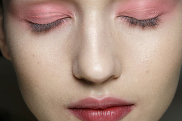 We Dare You To Try This Popping Eyeshadow Trend