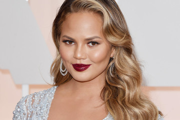 Chrissy Teigen's Beauty Advice, Gwen Stefani's Charitable Partnership and More