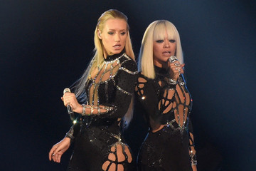 Iggy Azalea Follows in Rita Ora's Footsteps, Tech Savvy Tips for Fashion Week and More