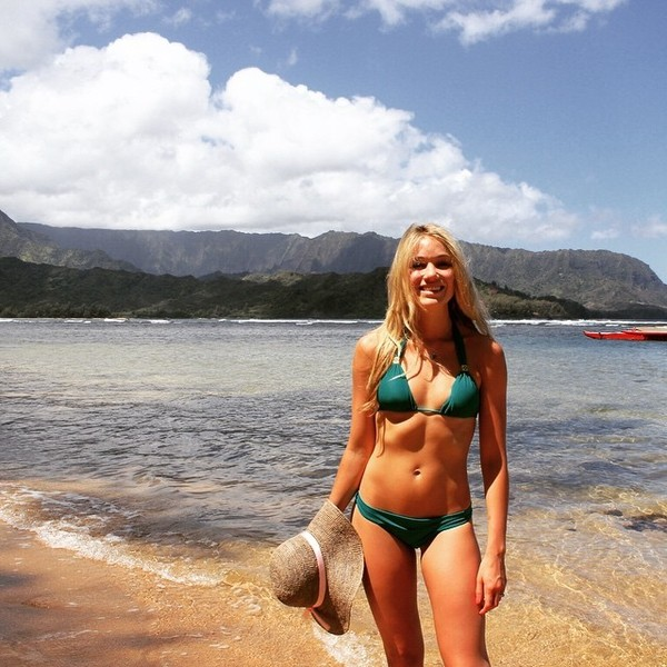 Katrina Bowden Heads to Hawaii
