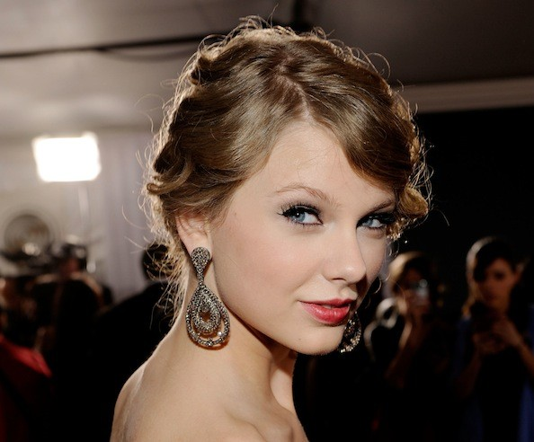Taylor Swift Formal Hairstyle Ideas