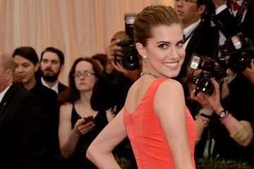 Allison Williams' Timeless Elegance