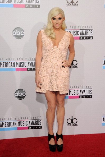 Kesha at the 2012 AMAs