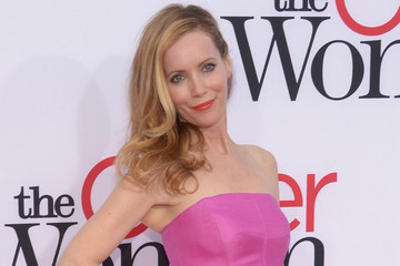 Leslie Mann Stuns in Pink and Orange