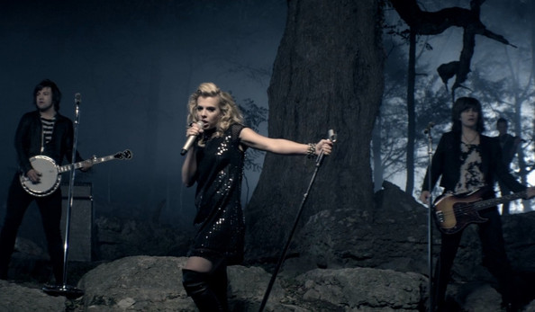The Band Perry's Hairstylist Tells Us Exactly How to DIY the Look from 'Better Dig Two'