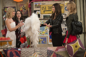 VS Angels Hang Their Wings in Brooklyn on '2 Broke Girls'