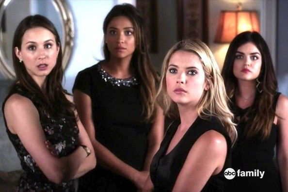'Pretty Little Liars' in Their LBDs